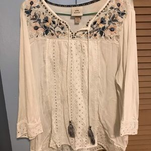 White flowy blouse with lace detail